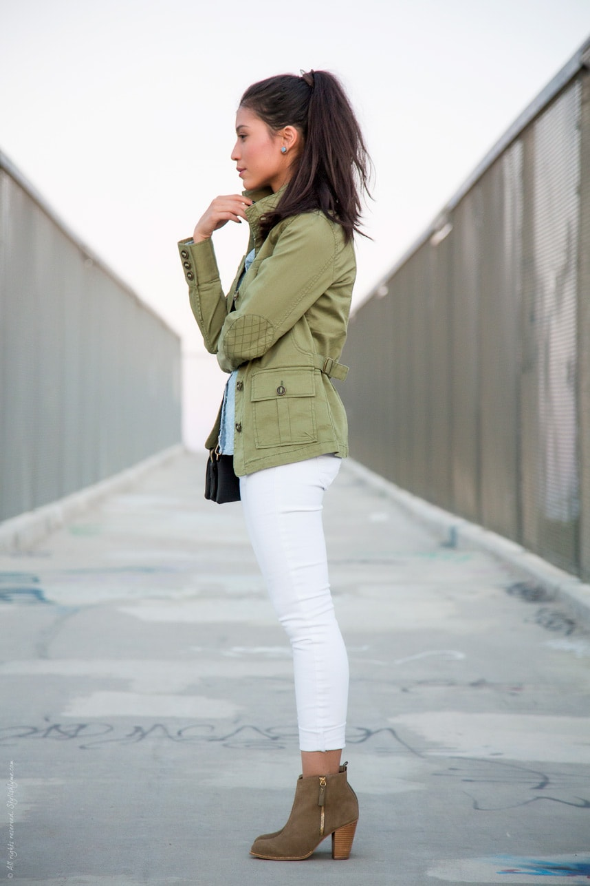 White jeans and green military jacket - Visit Stylishlyme.com for more outfit inspiration and style tips