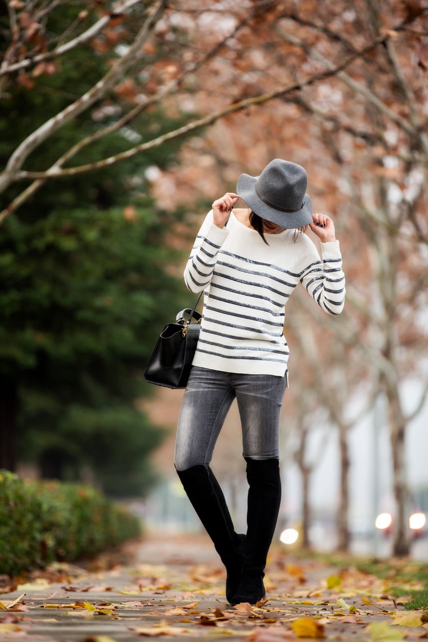 what to wear with grey jeans - Visit Stylishlyme.com to see read some tips on how to wear gray jeans and boots