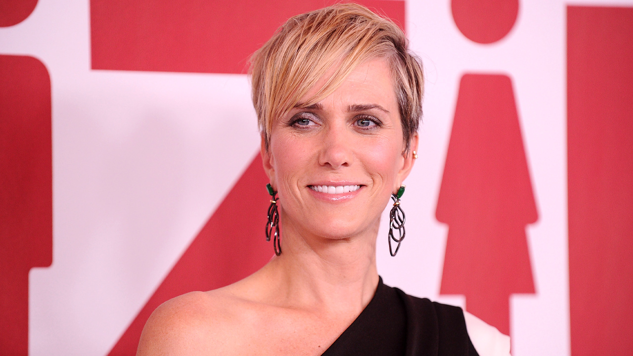 pregnant celebrities 2020: Kristen Wiig poses on the red carpet. She is in a black one-shouldered dress and has her hair in a pixie cut